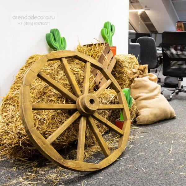 аренда деревянного тележного колеса
