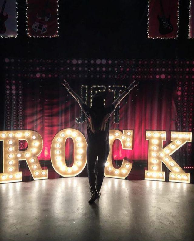"""Большие светящиеся буквы """"ROCK"""" с лампочками"""