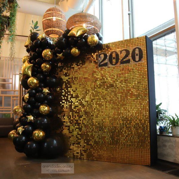 Фотозона с золотыми пайетками