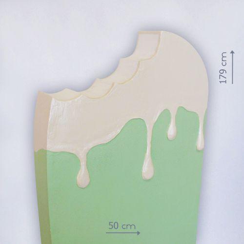 Гигантское мороженое из пенопласта
