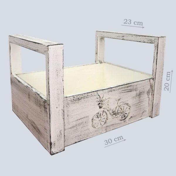 Белый деревянный ящик